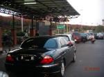 Mentang2 jaguar, bisa parkir di bawah tanda P coret!